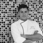 """Адриан Леонели е роден в Аржентина, но професионалният му път го отвежда в кухните на водещите ресторанти в Страната на Баските. Днес е доцент и преподавател по гастрономия в """"Баския Кулинарен Център"""". Той ще изнесе лекция заедно с колегата си Фернандо Паласио, на която ще ни представят кулинарни иновации, вдъхновени от баските.✦✦✦☛ Вижте повече информация и запазете вашето място още сега на www.bacchus.bg/top! Цената за целия лекторски панел е само 60 лева с предварително запазване на място."""