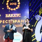 """Наградата в категория """"Ресторант на читателите"""" връчи Джиджи Лагадинова, главен редактор на списание """"Бакхус""""."""