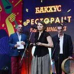 """Екипът на L'Etranger получава наградата в категория """"Световна кухня""""."""