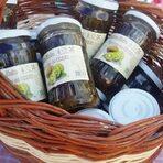 KiwiBg e първата семейна ферма в България, която преработва плода киви и предлага на своите клиенти различни продукти като вкусно сладко от киви, натурално, сушено киви, плодов чай от киви, шоколад с киви и още.Освен хранителните продукти, KiwiBg предлага и лимитирана козметична серия - натурални сапуни за тяло с киви с избор от 8 неустоими аромата - лавандула, мента, портокал, индрише, розмарин, иланг-иланг, канела, лимонена трева.Всичко за Bacchus StrEAT Fest вижте тук. »Купете билет онлайн от тук