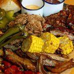 Ние сме Ribs Brothers, страстни любители на месото с малък и уютен ресторант в центъра на София. Менюто ни е кратко и фокусирано върху опушването и бавното готвене на свинско и говеждо, като най-много се горедеем с технологията си за готвене на ребра. Обичаме да експериментираме и готвим това, което самите ние искаме да ядем.По време на StrEAT Fest 2019 предлагаме, бавно готвени ребра, дърпано свинско месо, печена царевица, колсло и др.Не е за изпускане!Всичко за Bacchus StrEAT Fest вижте тук. »Купете билет онлайн от тук