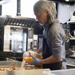 """Започнахме вечерта с """"банчан"""", илитрдиционна корейска селекция от предястия, която варира според сезона. В нашия случай Генджи беше приготвил кимчи; танмууджи -туршия от жълта ряпа дайкон; ким - изсушен чипс от водорасли; както иконгнамул - соеви кълнове със сусамово олио."""