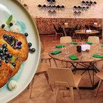 """Космос участва за трета поредна година на Бакхус StrEAT Fest, като в тазгодишното издание главният готвач на ресторанта Владислав Пенов и неговият екип ще представят на посетителите на изложението тяхната космическа представа за градски, уличен брънч, или накратко - КОСМОбрънч.Космос е fine dining ресторант, който отваря врати през 2016 г. Той е гостоприемно, притегателно и социално място с интериор, преплитащ народни шевици със светлини, пресъздаващи астрономически явления и обекти. В него можете да опитате традиционна българска кухня, разчупена и преобразена, приготвена с локални, фермерски и занаятчийски продукти с чист и ясен произход. Храната се съчетава балансирано с емблематични авторски коктейли или с разнообразна палитра от висококачествени вина от богатия български тероар.Носител е на призовете: Най-добър гурме ресторант в София 2016, Go Guide Food and Drink Awards Най-добър гурме ресторант в София 2017, Go Guide Food and Drink Awards Ресторант на годината 2017 в категория Модерна българска кухня, BacchusAcqua Panna & S.Pellegrino Ресторант на годината 2018, Bacchus Acqua Panna & S.PellegrinoКосмос е проект с идеи, каузи и социални отговорности, сред които """"Zero Waste"""" за максимално оползотворяване на хранителни продукти, """"Единение"""" за възраждане на забравени български рецепти, и стажантски програми за обучение на млади кадри в кухнята - """"Остави следа в Космос-а"""". Основната мисия на ресторанта е създаване на взаимоотношения и взаимопомощ с малки производители от цялата страна, за да ги подпомогнат и да получат в замяна качествени продукти, които да предложат на гостите на Космос, сервирани концептуално в чиния."""