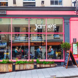 Джейми Оливър затваря 6 ресторанта