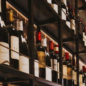 Алкохолни войни: САЩ и Европа временно се споразумяха за митата върху вино и уиски