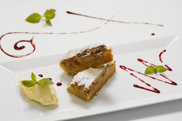 """Представяме ви десертите на всички ресторанти, включили се в """"Седмица на авторската кухня"""" на Бакхус от 17 до 23 октомври.Разгледайте предложенията и се обадете директно в ресторанта, за да запазите своето място.Ресторант 106Десерт: Домашен пай с круши и МаскарпонеВижте цялото меню ТУКЗа резервации: 02/805 89 4002/805 84 44"""