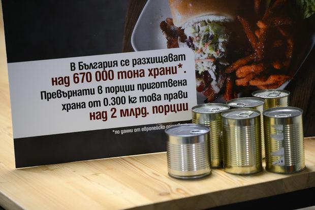 """""""Може да не се припознаваме с принос към разпиляването, но храната, която ние като страна разпиляваме е в порядък 670 хиляди тона годишно"""", обясни Цанка Миланова. """"Сега си я представете в порции приготвена вкусна храна, която би била достатъчна, за да се хранят на ден всички тези милион и половина нуждаещи се хора."""""""