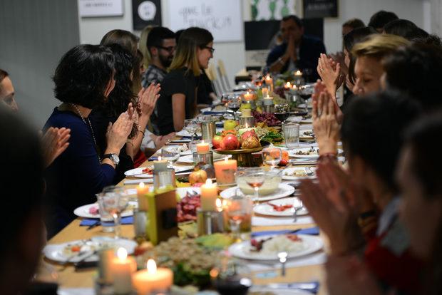 Повече информация за това как може да допринесете лично към решаването на проблема с разхищението на храна в България, можете да намерите на уебстраницата на Българската хранителна банка - http://bgfoodbank.org/%D0%B2%D0%BA%D0%BB%D1%8E%D1%87%D0%B8-%D1%81%D0%B5/
