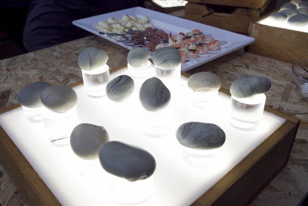 """Тези """"камъни"""" всъщност представляваха гъши дроб с обвивка от бял шоколад."""