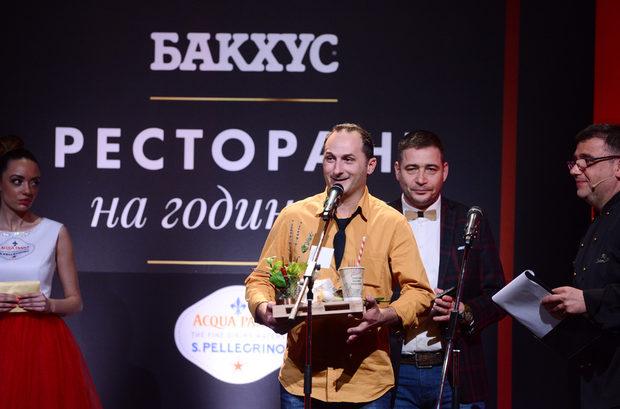 """В следващата категория """"Нова вълна"""" спечели M Еat. Нагардата им беше връчена от Георги Георгиев - съсобственик на фирма """"Томеко""""."""