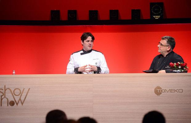 """Следващото ястие беше приготвено от шеф Андрей Стоилов, главен готвач и F&B мениджър на """"Виктория груп"""" и председател на Българската асоциация на професионалните готвачи."""