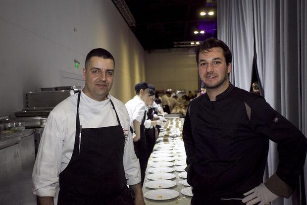 Динамиката зад кулисите не отсъпваше по никакъв начин на динамиката на сцената. За перфектното протичане на вечерта се погрижиха 40 души кулинарен екип и 38 сервитьори, чиито талант, отдаденост и професионализъм помогнаха галавечерята да протече по един незабравим за гостите начин.