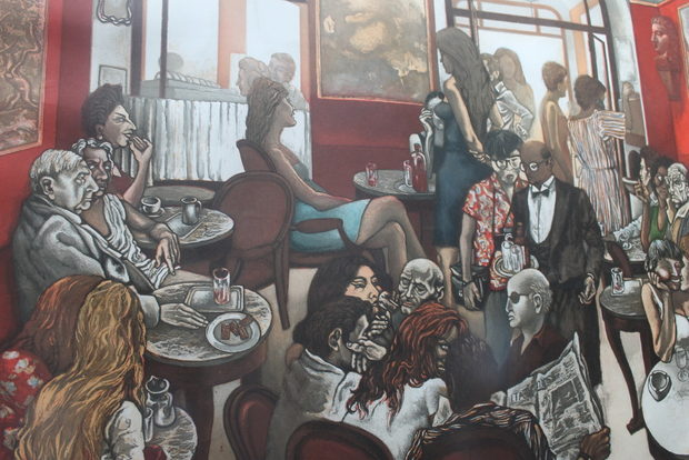 """Стените тук са украсени с пейзажи, релефни медальони, гипсови плоскости с профили на известни художници. Полъхът на отминали епохи се усеща и в зала """"Венеция"""" и Червената зала."""