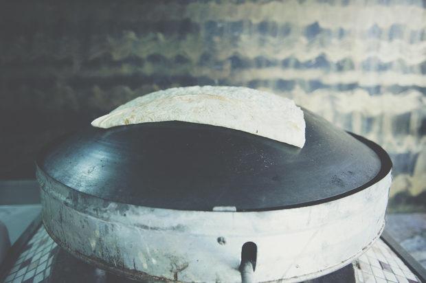 Пекарната за лаваш, ул. Цар Симеон 104И тук, като в Танур, пекат лаваш и тънки питки със затаар, само дето го правят по-отскоро. И понеже конкуренцията е хубаво нещо, можете да си купите и от техния хляб, който също така е доста вкусен, особено ако възнамерявате да завивате нещо в него или просто да хапнете набързо и вкусно почти за без пари.