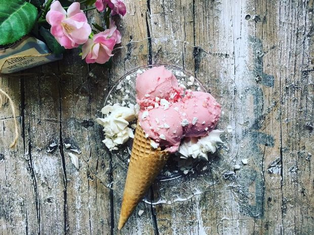 Gelateria Naturale предлага 100% натурален занаятчийски сладолед, приготвен на място всеки ден. Можете да намерите както класическо джелато, така и иновативни гурме вкусове като Parmigiano Reggiano и фиор ди лате с бял трюфел. Работят с местни суровини и избират български крафт производители. С риска да разочароват някои деца и майки, които търсят ягодов сладолед през Декември, се опитват да възпитават хранителна култура, научавайки клиентите си, че плодовете имат сезон и всичко в природата се върти.Септември слага края на лятото и началото на есеннта, затова ще го изпратим подобаващо с няколко подбрани вкуса.Всичко за Бакхус StrEAT Fest вижте тук.