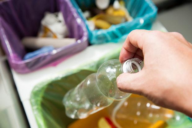 ЕКОПАК БЪЛГАРИЯ ще осигури кошове за разделно хвърляне на боклуци специално за StrEAT Fest.Молим всички гости на събитието да станат част от мисията за опазване на природата и градската среда, като съзнателно изхвърлят боклуците си разделно и на обозначените за целта места.