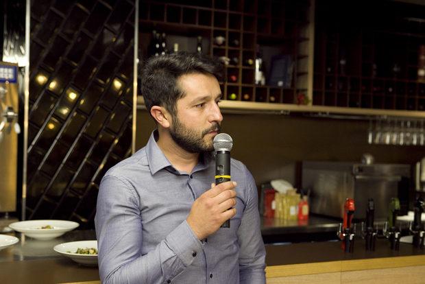 """Органичните вина за вечерята бяха предоставени от винарна """"Загрей"""", за които ни разказа Иван Иванов."""
