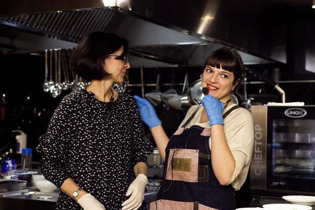 В началото кулинарията за Светла Лагадинова е хоби, днес тя е призвание, което носи в сърцето и ръцете си. Джиджи е главен редактор на Бакхус. Менюто е вдъхновено от френската кухня.