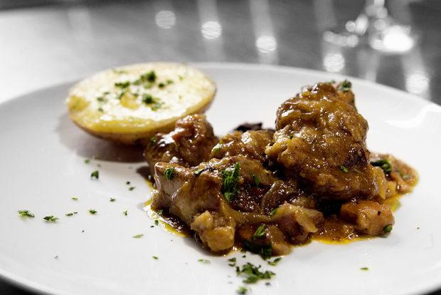 Благодарим и на партньорите ни Майстори месари, които предоставиха месата за вечерята.