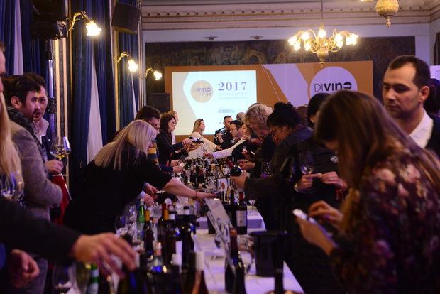 Събитието събра водещите фигури в българското винопроизводство, собственици на изби, енолози, сомелиери, винени познавачи и ценители, които имаха възможността и да опитат на открита дегустация всички класирани вина в Топ 20.