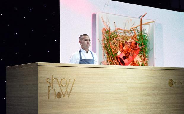 """Първото ястие за вечерта беше приготвено от Валентин Иванов от ресторант """"Космос"""". Повече за неговото ястие може да видите тук."""