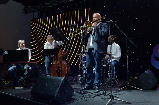 За музиката и доброто настроение се погрижи любимият ни джаз бенд, начело с Вили Стоянов.