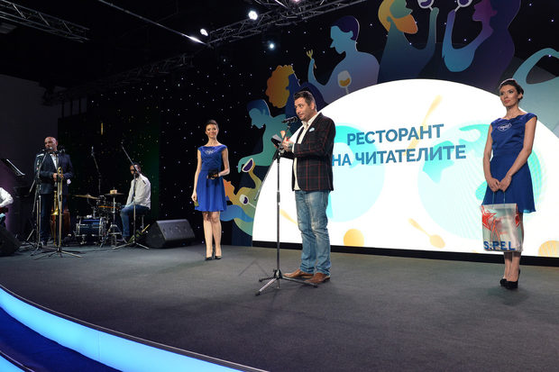 """Следващата категория беше """"Ресторант на читателите"""", награди в която връчиха Георги Георгиев, съсобственик на фирма Томеко и Марко Стойчев - официален представител на Коравин за България."""