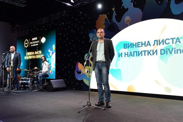 """За първа година победителят в категория """"Винена листа и напитки"""" беше избран от екипа на списание DiVino. Наградата връчиха Емил Коралов, създател и собственик на DiVino и Цветан Бешевишки, управител на Трансимпорт."""