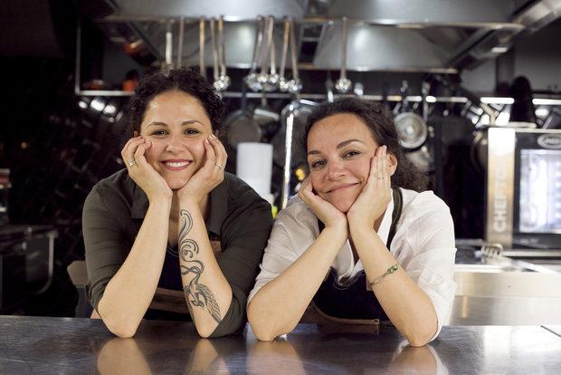 Адриана е израстнала и прекарала голяма част от живота си в Рим, където и готвенето се превръща в нейна страст. След като се завърща в България, започва своята кулинарна платформа - www.infoodveritas.com, чрез която се опитва да пренесе италианската емоция и любов към храната в България. Неин помощник за вечерта беше приятелката й Катя.