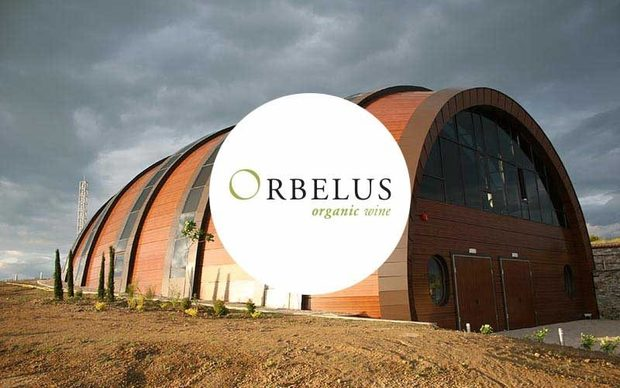Проектът Орбелус води началото си от 2000, когато са закупени първите 9,6 ха земя в землището на с. Капатово, по долината на р. Струма, в подножието на Пирин. От планината марката получава и името си Орбелус, както са я наричали тракийците, живели в региона. Идеята на марката е да произвежда висококачествени червени и бели вина, в хармония с природата и гарантирайки чистотата на продукцията си. Ето защо всички насаждения използвани за направата на вината Орбелус са сертифицирани съгласно българското и европейското законодателство за биологично производство на грозде. Избата е част от Асоциацията на независимите винаро-лозари.Всичко за Bacchus StrEAT Fest 2 вижте тук.Купете онлайн билет от тук: