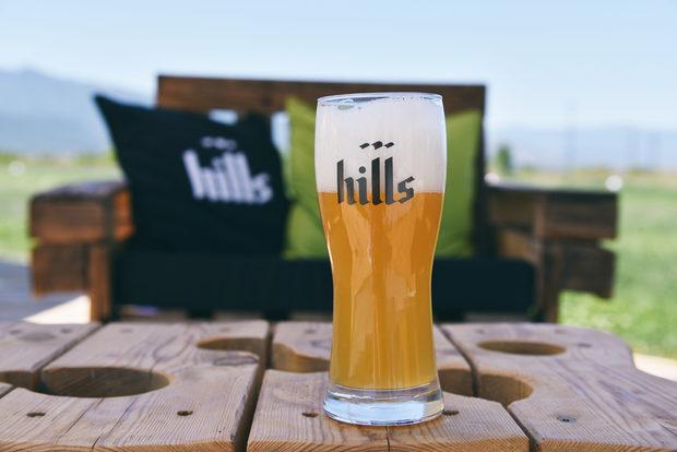 Преди да тръгне от малката независима бутикова пивоварна в близост до Пловдив, първата Hills бира се появила на летището в Мюнхен. Но само като идея. Там след дълги работни срещи днешните собственици на Hills решават, че качествата и репутацията, които са изградили като IT специалисти могат да се прехвърлят и върху производството на това, за което мечтаят самите те в края на един труден работен ден - истинска баварска бира, която е едновременно награда за добре свършената работа и зареждане за предстоящите задачи на следващата сутрин.Всичко за Bacchus StrEAT Fest 2 вижте тук.Купете онлайн билет от тук: