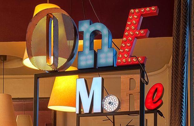 Известен със своята гостоприемност, One More Bar е сред онези заведения, които просто трябва да посетиш в София. Миксолозите зад бара обичат да предизвикват клиентите си с авторски коктейли и нестандартни комбинации. На Бакхус StrEAT Fest барманите на One More Bar ще приготвят домашни безалкохолни напитки и коктейли със сезонни плодове.ул. Шишман 12Всичко за Bacchus StrEAT Fest 2 вижте тук.Купете онлайн билет от тук: