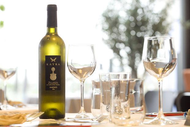 Насладихме се и на специално турско бяло вино Kayra от автохтонния сорт нариндже.