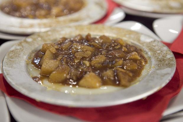 За десерт Тюркан беше приготвила кадаиф с крем казандиби, поръсен с карамелизирани круши и орехи.