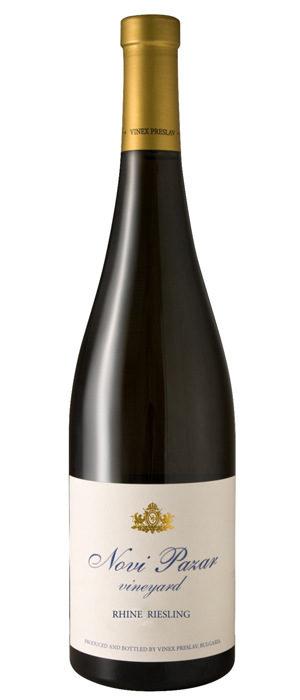 Vinex Preslav Rhine Riesling Novi Pazar 2016 / ценова категория 10 - 15 лв.Още едно изключително вино от сорта ризлинг, което никога няма да ми омръзне да пия. Цялата серия бели вина Novi Pazar на Винекс Преслав е отлична сделка, но сред всички тях моят фаворит е немският ризлинг заради вече развития букет от аромати, динамика и кристална чистота на вкуса и аромата. Отново тук реколтата, която търсим, е 2016, защото ризлинг от текущата реколта може да ви се стори твърде млад и агресивно свеж.Характеристиката на DiVino: Наситен, красив златисто-лимонен цвят. Сложен и красив нос с елегантни петролени акценти и захаросани бели плодове. Гъвкаво, стегнато, живо и соленовато, много благородно и дълго. Много динамично и завършено вино!