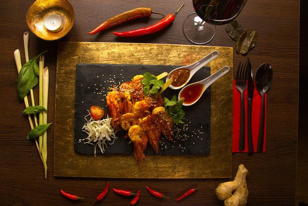 """Royal Thai е автентичен Тайландски ресторант, който се намира в сърцето на София и ни изненадва с екзотична кухня и свеж екип. Тайландските майстор-готвачи ще пренесат сетивата ви в Южноазиатското кралство с най-доброто от традиционната им кухня и ще се превърнат в гореща точка на първия Fish Fest.ул. """"Славянска"""" 24, СофияВсичко за Бакхус FishFest вижте тук.Научавайте новостите за събитието във Facebook.КУПЕТЕ БИЛЕТ ОНЛАЙН >>>"""
