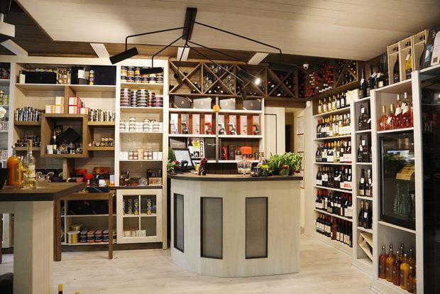 """Le Petit Quchе́ предлага голям избор от продукти, които са с традиция, тероар и високо качество. Освен богатството от гурме деликатеси, може да откриете още и над 120 етикета вино от селектирани изби и реколти.По време на Бакхус Fish Fest на щанда на Le Petit Quchе́ ще имате възможност да дегустирате подбрана селекция вина от цял свят, както и да се запознаете с най-революционните и иновативни системи за вино Coravin. Не пропускайте да опитате и рибните деликатеси на френската компания Comtesse du Barry, както и немските сокове Van Nahmen, които са изцяло натурални, без добавени захари и консерванти.ул. """"Оборище"""" 16 Всичко за Бакхус FishFest вижте тук.Научавайте новостите за събитието във Facebook.КУПЕТЕ БИЛЕТ ОНЛАЙН >>>"""