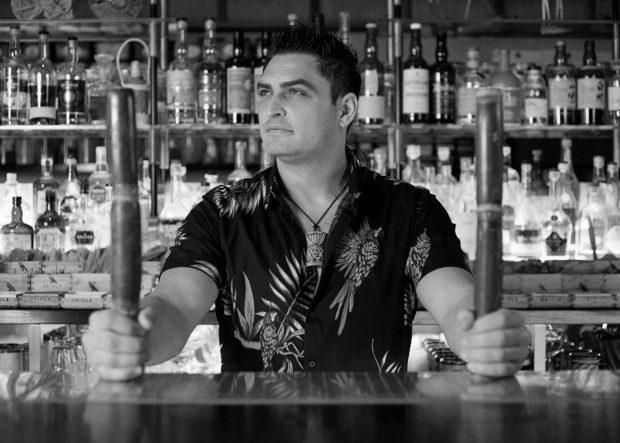 ► МАСТЪРКЛАС 2: LET'S GET TROPICAL ►►►Съсобственик на често награждавания, включително и за най-добър коктейл бар - Laki Kane в Лондон, създател на собствена марка Spiced Dry Rum Club, посланик на тики културата в света, както и основател на единствения тики фестивал Spirit of Tiki в Англия - Георги Радев идва със сламената си шапка, за да ни разкаже за формулата на успешния бар, независимо къде си по света, магията на миксологията и последните тенденции на коктейлите с ром. Не може да изпуснете този клас! Let's get tropical...✦✦✦☛ Елате на първото по рода си събитие в България Бар на Годината Бакхус - полезно за всички бармани и любители на напитки, които дрънкат.☛ ЗА БИЛЕТИ: Запазете си място още сега на bacchus.bg/top. 30 март в Sofia Event Center.! Цената за целия лекторски панел е 60 лева: