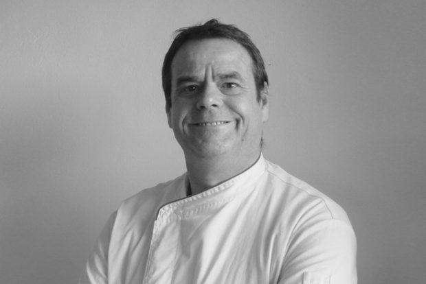 """>>>> МАСТЪРКЛАС 2: ГОТВЕНЕ НА НИСКА ТЕМПЕРАТУРА>>>Джорди Морера Сизар има дългогодишен професионален опит като шеф-готвач, работил в престижни ресторанти със звезди """"Мишлен"""" в Испания и САЩ. Днес той е международен консултант и рецептолог, специализиращ в най-новите тенденции от испанската гастрономия. Неговата лекция ще се фокусира в готвенето на ниската температура, което се откроява като водеща тенденция.✦✦✦☛ Вижте повече информация и запазете вашето място още сега на www.bacchus.bg/top! Цената за целия лекторски панел е само 60 лева с предварително запазване на места."""