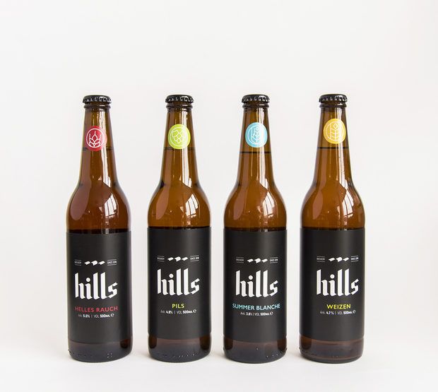 БиритеВ портфолиото на пивоварна Hills влизат пет вида бираPils - немски стил, нефилтриран пилзнер - 4,8%Weizen - традиционна баварска пшенична бира - 4,7%Helles Rauch - баварски лагер, нефилтрирана пушена бира - 5,0%Summer Blanche - Сезонна нефилтрирана пшенична бира - 3,8%Single Stout - тъмна бира, пивък стаут - 5,2%Всички са нефилтрирани и непастьоризирани. Чакаме ви на 19 и 20 октомври на Бакхус Fish Fest, за да полеем заедно второто издание.Всичко за Бакхус Fish Fest 2 вижте тук.Научавайте новостите за събитието във Facebook.КУПЕТЕ БИЛЕТ ОНЛАЙН >>>