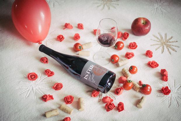 Вината на избата са награждавани многократно:Бели вина: https://bononiaestate.com/wines/beli-vinaРозе: https://bononiaestate.com/wines/roseЧервени вина: https://bononiaestate.com/wines/cherveni-vinaЗаповадайте на третото издание на Бакхус StrEAT Fest, за се запознаете с екипа зад проекта и да опитате чудесни вина, а защо не и да си вземете за вкъщи.Следете ни последните новости във Facebook »Всичко за Bacchus StrEAT Fest вижте тук. »Купете билет онлайн от тук