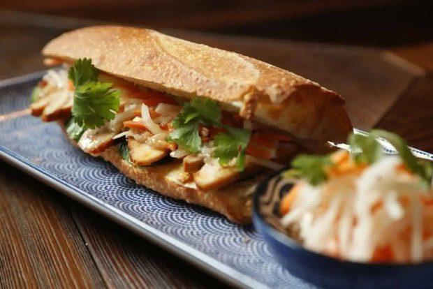 Меню StrEAT Fest:❖ Виетнамски сандвичи бан ми❖ Немове - пържени оризови ролца с пълнеж от свинско, морски дарове и зеленчуци❖ Летни оризови ролца с пълнeж от скарида, пиле или зеленчуци❖ Азиатски салати❖ Азиатски шишчета със салата бо бун❖ Пържени азиатски бухти❖ Пържени сусамови топкиСледете ни последните новости във Facebook »Всичко за Bacchus StrEAT Fest вижте тук. »Купете билет онлайн от тук