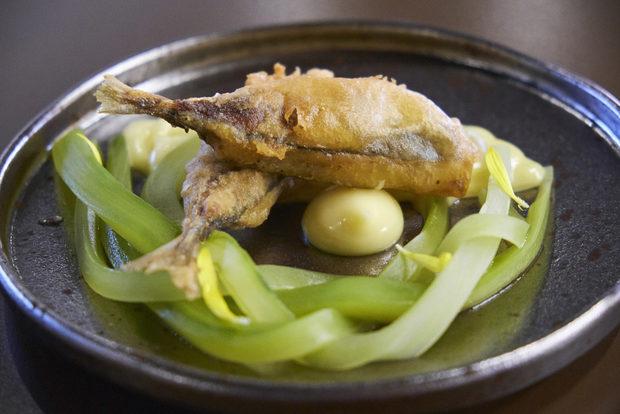 Като второ ястие се насладихме на сафрид в темпура с туршия от краставици и айоли сос.