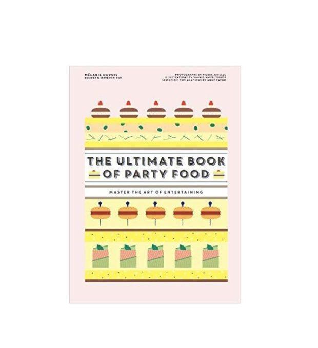 The Ultimate Book of Party FoodMelanie Dupuis Заглавието си казва всичко. The Ultimate Book of Party Food е ултимативната книга, необходима на всеки, който обича да има гости вкъщи. Или не обича, но винаги някак всички се озовават у тях и трябва бързо да измислят какво да сготвят набързо. Е, книгата има страхотна селекция - започва с базисните сосове, хлябове и тесто. Първата половина е посветена на малките хапки, сандвичи, рула, супи и тарталети, както и на сладки изкушения като макарони и малки крем пити. Всяка рецепта е придружена от красиви фотографии от всяка стъпка от процеса на приготвяне, така че да е максимално полезна. Включително ще намерите и съвети как да планирате менюто си, времето си и пространството в хладилника си най-добре, както и няколко примерни менюта за по-сериозни партита