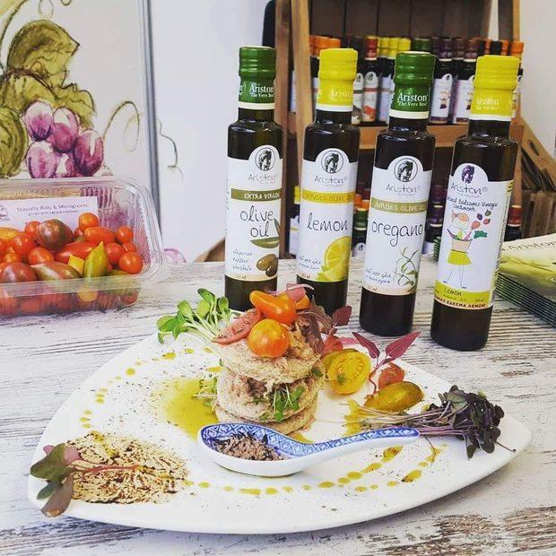 """""""Елис Сюприйм Тейст"""" е създадена през 2017 година и се занимава с внос на най-полезния, вкусен и обичан продукт в света: зехтинът. Фирмата е ексклузивен представители и вносител на световноизвестните марки Aristeon, Ariston и Nobleza Del Sur Premium Gourmet, известни с топ качеството си и дълголетни традиции.""""Елис Сюприйм Тейст"""" работи със специализирани бутикови магазини, ресторанти, кетъринг компании, партнира си с най-добрите кулинарни академии. Фирмата не пропуска участие в най-престижните винени и гурме събития в България, организира дегустации пред най-взискателните клиенти и се разраства всеки ден, следвайки посоката на безкомпромисния вкус.Всичко за Бакхус Fish Fest 2 вижте тук.Научавайте новостите за събитието във Facebook.КУПЕТЕ БИЛЕТ ОНЛАЙН >>>"""