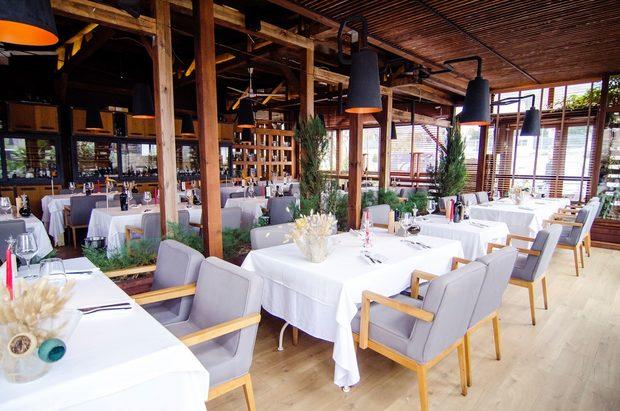 Cinecittà Osteria Italiana е проект в основата на който стои философията за използване на най-висококачествени продукти с ясен и гарантиран произход, които търпят най-малка обработка и така запазват и подчертават естествените си вкусове и качества. Тази философия е и в основата на цялата италианска кулинария.В Cinecittà използваме пресни и сезонни продукти от малки мести фермери, а трайните продукти са изцяло италиански. Шеф Алекс Димитров създава ястия с модерен подход към класическите рецепти, затова и по време на Бакхус Fish Fest 2 може да очаквате интересни и изключително вкусни предложения на щанда им.Вижте менюто им на следващата снимка >>>>>>Всичко за Бакхус Fish Fest 2 вижте тук.Научавайте новостите за събитието във Facebook.КУПЕТЕ БИЛЕТ ОНЛАЙН >>>