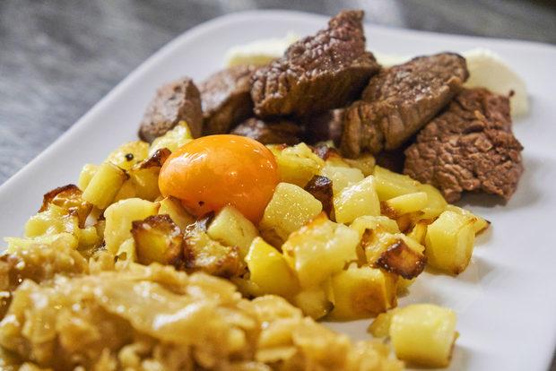 Основното ястие беше още едно традицинно шведско ястие - Rydberg - парчета телешко месо с хрян, сметана и суров жълтък.
