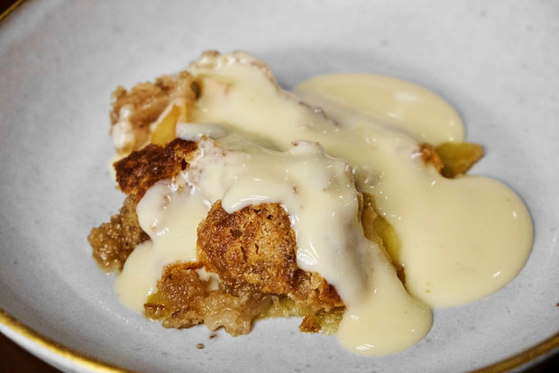 За десерт пък опитахме деконструиран ябълков пай с ванилов сос.