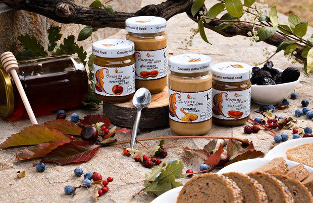 Valnuts е компания, която стартира в бизнеса с ядки още през 1991 година, създадена от Валентин Недев, който и до днес продължава да се труди неуморно и да развива бизнеса си. Към днешната дата фирмата се е разраснала и предлага не само качествени суровини, но и 100% чисти тахани и кремове от ядки и семена.На фестивала ще представим всичките си продукти, а продуктите върху които ще акцентираме са:Лешникова МОКА - Нов и ободряващ вкус от Енергия от ядки! Фино смлени лешници хармонично съчетани с мек шоколадов вкус и изискан послевкус на ароматно еспресо!Тахан от Шам Фъстък - 100% Шам фъстък в гладка и хомогенна паста! Внимателно подбираме най-добрите култури от целия свят, така Valnuts гарантира най-високо качество продукти! 100% чиста, естествена и неподсладена паста, изработена от леко печени и фино смлени ядки. Той има свеж зелен цвят и плодов вкус с препечени съвети. Таханът от шам фъстък е чудесна база за овкусяване на ястия, домашни шоколади, сладкиши, сладолед и сосове.*** На щанда ни клиентите ще имат възможност да се запишат в томбола с награди, като участието е обвързано с покупка.Всичко за първия Бакхус Коледен Гурме Базар вижте тук.Научавайте новостите за събитието във Facebook.Купете билет онлайн с намаление тук.