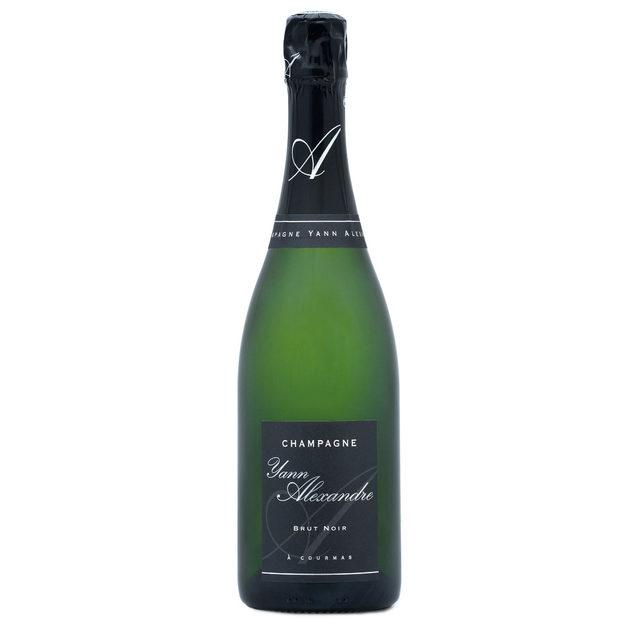 Yann Alexandre Grande Réserve Brut, Premier Cru Champagne NVСемейството на Yann Alexandre е осмо поколение в лозаро-винарския бизнес. Имението се намира в малкото селце Courmas, недалеч от Reims. Лозята се обработват с уважение към природата в търсене на перфектния баланс между земята, климата, правилните сортове и напрегнатото чакане на най-доброто време за прибиране на отлично узрелите зърна.Виното е един интересен прочит на Шампан, направен от една от малките изби в региона, до които рядко имаме възможност да се докоснем. Това шампанско е направено от Grand Cru масиви от шардоне, пино ноар и пино мьоние. Виното отлежава 7 години във винарната преди да достигне до нас.Къде: Seewines Цена: 79 лв.
